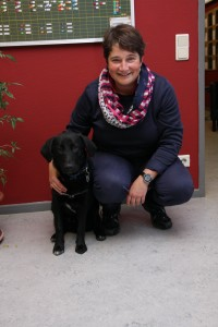 Frau Hübner mit Schulhund Felix